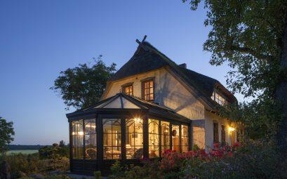 Une maison avec une veranda retro